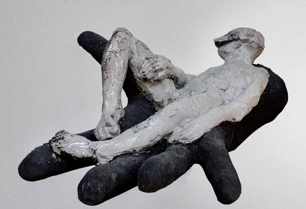 Man Resting -Ceramic (H16cm-W18cm-D30cm)
